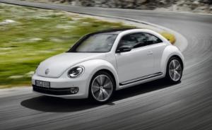 """Volkswagen Beetle новая машина """"Жук"""" в РФ по цене от 719 000 рублей."""